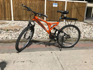 Mountain bike Norco Screamer Full Suspension.
