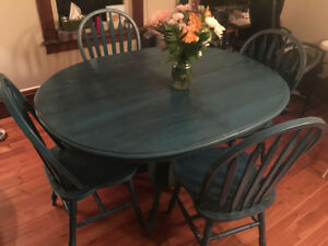 Single Pedestal Oval Table and 4 Chairs