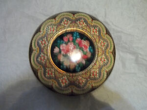 Dutch beaded cookie tin