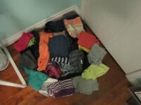 27 ITEM LOT OF WOMENS CLOTHING SZ S & M: GARAGE AND MORE!