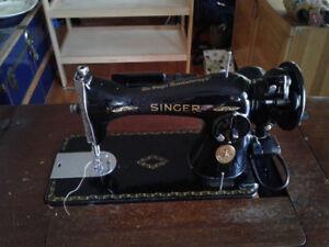Machine  à coudre antique de marque singer