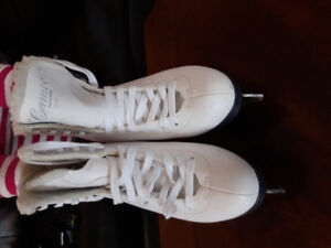 Selling Ice skating shoes