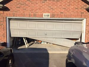 Garage doors kijiji free classifieds in toronto gta for Garage door installation jobs