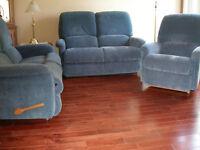 Set de salon LazyBoy: 2 causeuses 1 fauteuil 890$