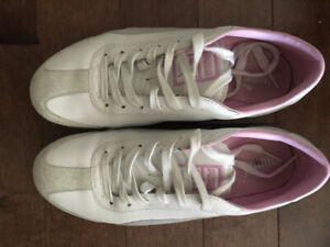 Ladies white Pumas with pink and grey accents, size 8 1/2