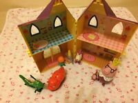 Peppa pig castle and characters