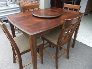 tall bistro style solid table and chair dining set, great cond,