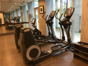 Pre-owned Life Fitness 95x Commercial Elliptical