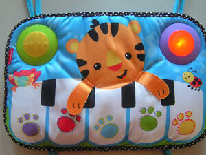 Piano  sons et lumière Fisher Price