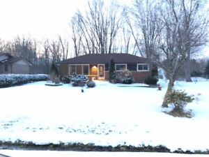 3 Bedroom House on A Huge Ravine Lot In Oshawa