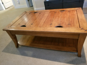 ***REDUCED** Wood Coffee and Couch Table Set