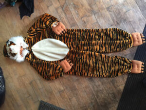 Lots of toodler to size 6 costumes boys for sale