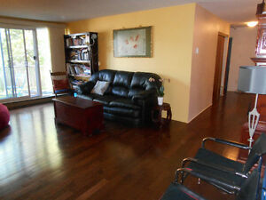 Beautiful North End Condo - 5570 Heatherwood Court