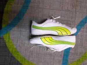 Puma shoes size 9 green and white