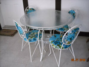 Vintage Wrought Iron table and  4 chairs