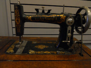 ANTIQUE TREADLE SEWING MACHINE IN WORKING ORDER