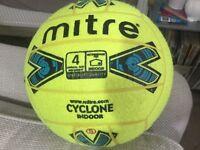 Football indoor mitre cyclone size 4