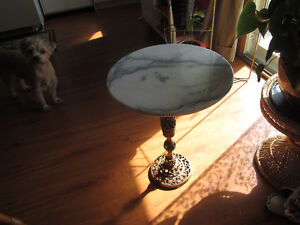 ANTIQUE WHITE MARBLE TABLE WITH BRASS BOTTOM