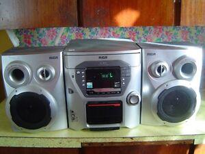 RCA 5 DISC CHANGER AM/FM TUNER/ CASSETTE PLAYER