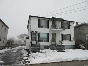 Duplex with great income potential Cornwall Ontario image 1