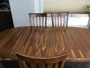 8 seater wooden dining table in great condition