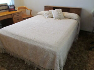 Bedspread and two Pillows Hand Woven Queen size excellent shape