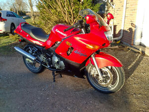 ZX6 LOW Kms  Rare Red