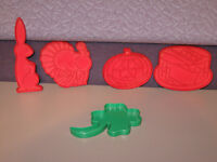 Lot of 5 pastry baking Cookie Cutters - CLOVER TURKEY HALOWEEN