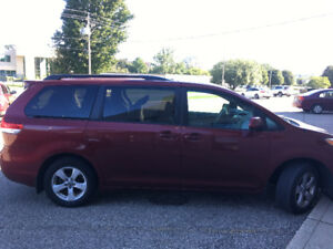 2011 Toyota Sienna LE Minivan in mint condition (No low ballers)