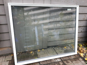Low profile fixed (non-operating) picture window