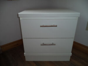 ► SMALL DRESSER / END TABLE (Solid Hardwood Construction)