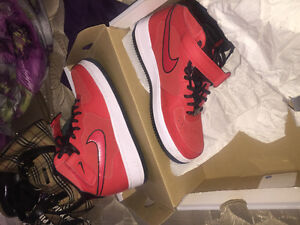 Nike Air Force 1 mid red suede