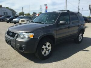 2005 FORD ESCAPE XLT * AWD * PREMIUM CLOTH SEATING London Ontario image 2