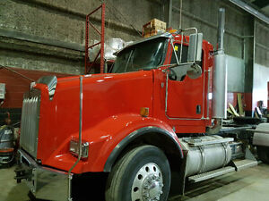 2007 Kenworth T800 Day Cab Tractor