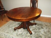 Solid Oak - Antique Dining Room Table and 4 chairs