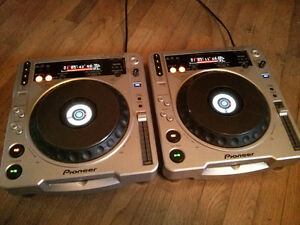 Pair of Pioneer CDJ 800MK2 (open to trades)
