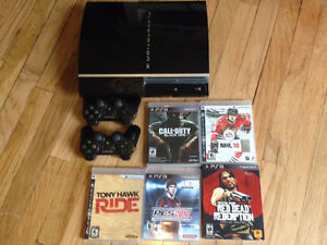 Playstation 3 - 150 GB - 2 manettes - chargeur - 5 jeux - HDMI