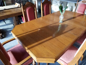 Elegant dining table and cupboard!