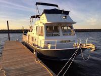 Aluminum houseboat cruiser