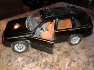 Die Cast Metal Car - Grand Cherokee
