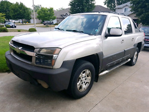 Selling 2004 4×4 Chevrolet Avalanche truck Fully Loaded