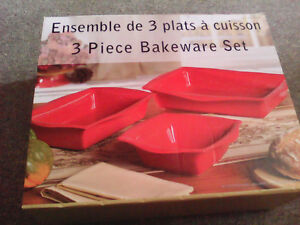 3 PCs bakeware set (brand new in box)