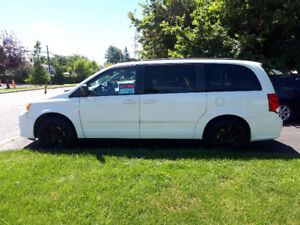 2011 Dodge Grand Caravan Stow N Go with Mags