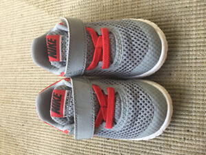Toddler Nike shoes size 5