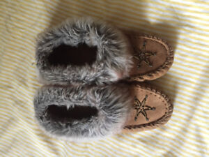 GIrls slippers size 3