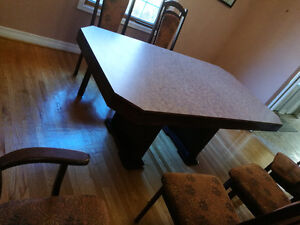 Table de cuisine familiale avec 6 chaises - Family kitchen table West Island Greater Montréal image 5