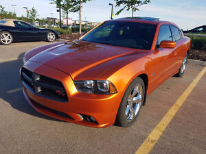 2011 Dodge Charger RT Super Track Pak (28000km Fully Loaded)