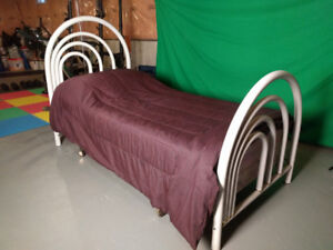 UNISEX metal twin size bed in good condition
