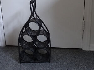 WICKER WINE RACK FOR 5 BOTTLES Cornwall Ontario image 1