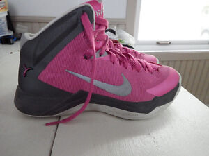 NIKE Hyper Quickness Basketball shoes....women's size 6.5